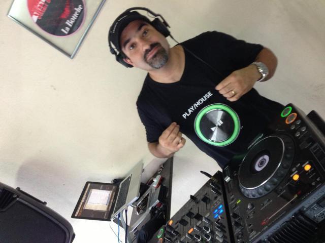 Rodrigo Leal com a camisa Play/House